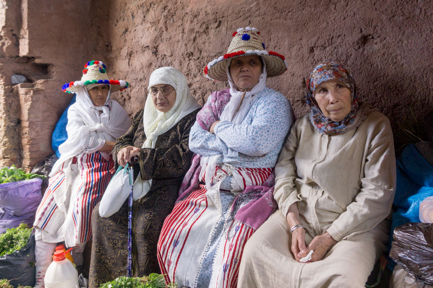 In Chefchaouen, we saw some berber women resting at the market day.
