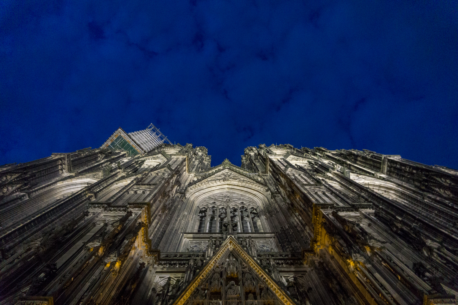 COLOGNE: The Kölner Dom at night