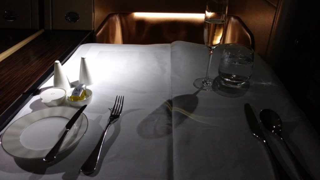 flight-to-tokyo-8-place-setting